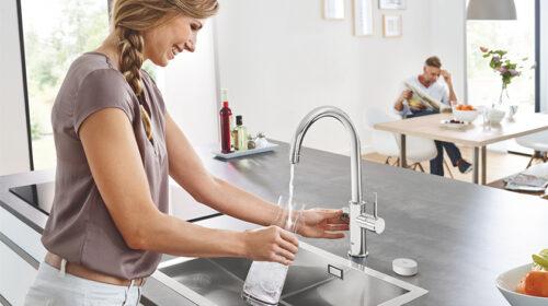 GROHE Blue Pure transforma torneiras em fontes de água filtrada
